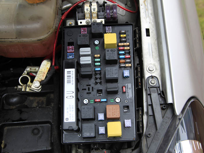 Remove the battery and the lid to the fusebox